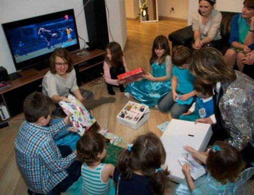 Cum Organizezi o Petrecere pentru Copii Acasa