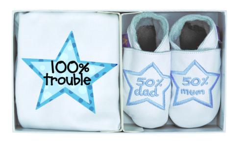 Set cadou nou-nascut, tricou si pantofiori pentru interior, 100% Trouble